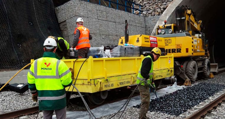 Стабилизация (укрепление) железнодорожного «балласта»