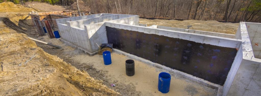 Как сделать гидроизоляция фундамента правильно?