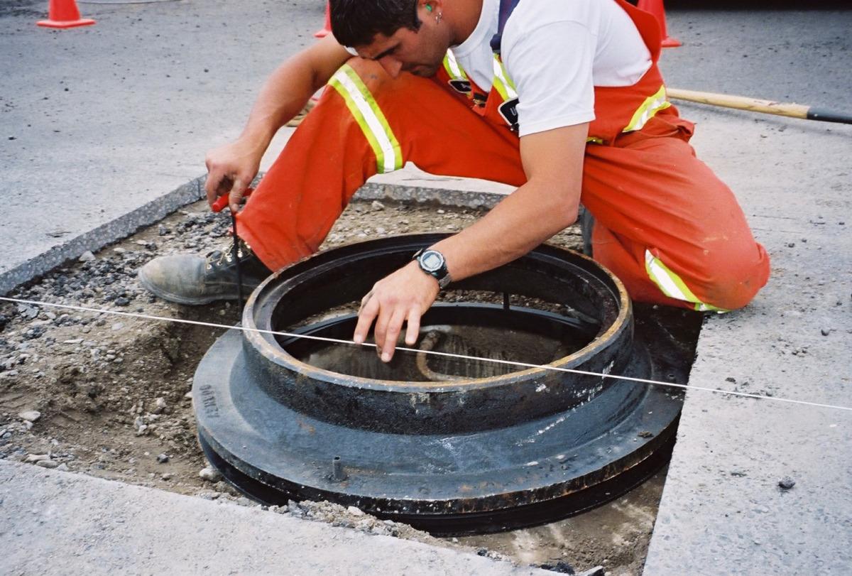Смесь для ремонта установки канализационных люков