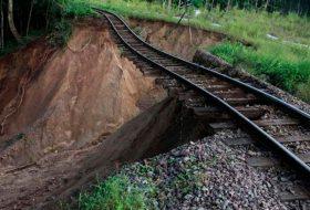 Разрушение балластного слоя железнодорожного полотна