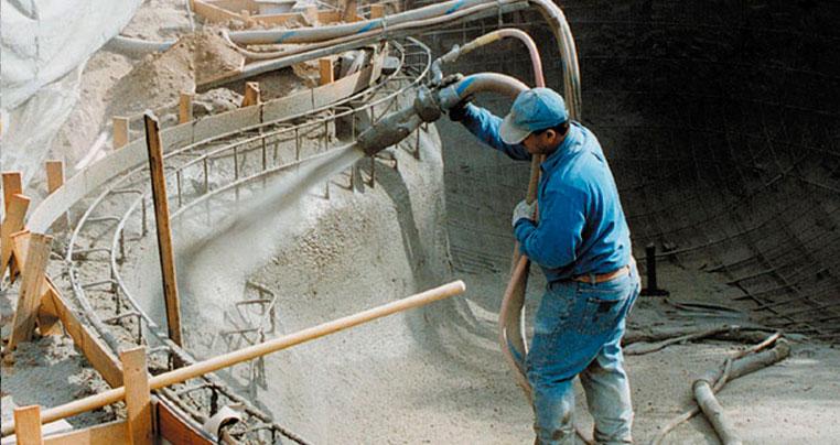 Напыление бетона чаши бассейна методом торкретирования