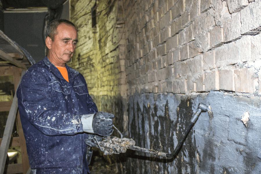 Гидроизоляция кирпичной стены в Киеве