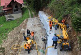 Устройства дополнительного анкерного крепления подпорных стенок с габионных конструкций