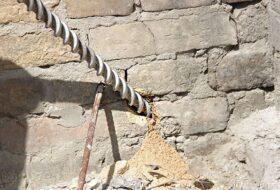Работы по укреплению кирпичной стены
