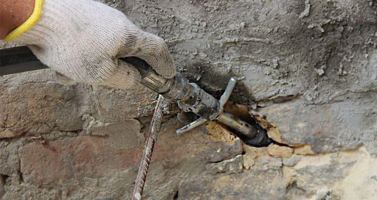 Инъектирование (нагнетание специальных смол и цементных составов в проблемные зоны)
