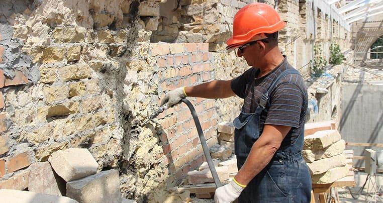 Укрепление кирпичной стены цементным составом Минотоп 25
